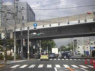 京王稲田堤駅交差点